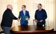 podpisanie umowy na budowę świetlicy wiejskiej w Stąpiu