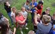 dzieci z dzikowa  w trakcie zabawy w dniu swojego święta
